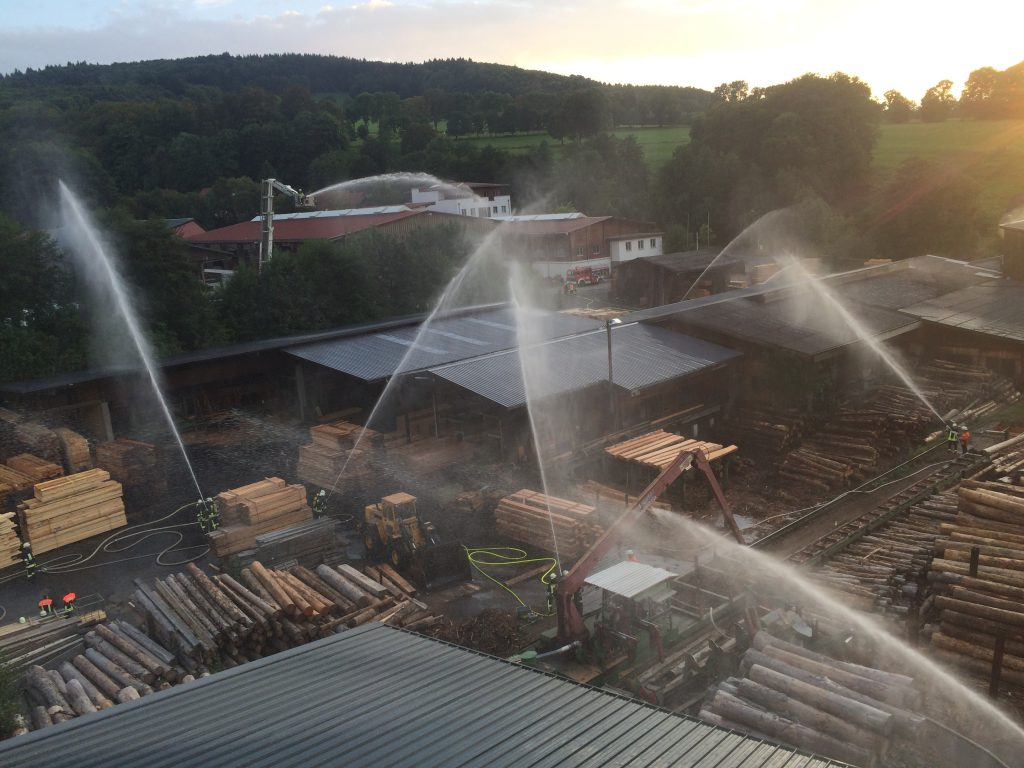 Übung in Reulbach beim Holzwerk Menz